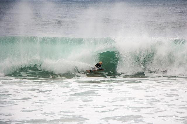 he'e nalu - To ride a surfboard